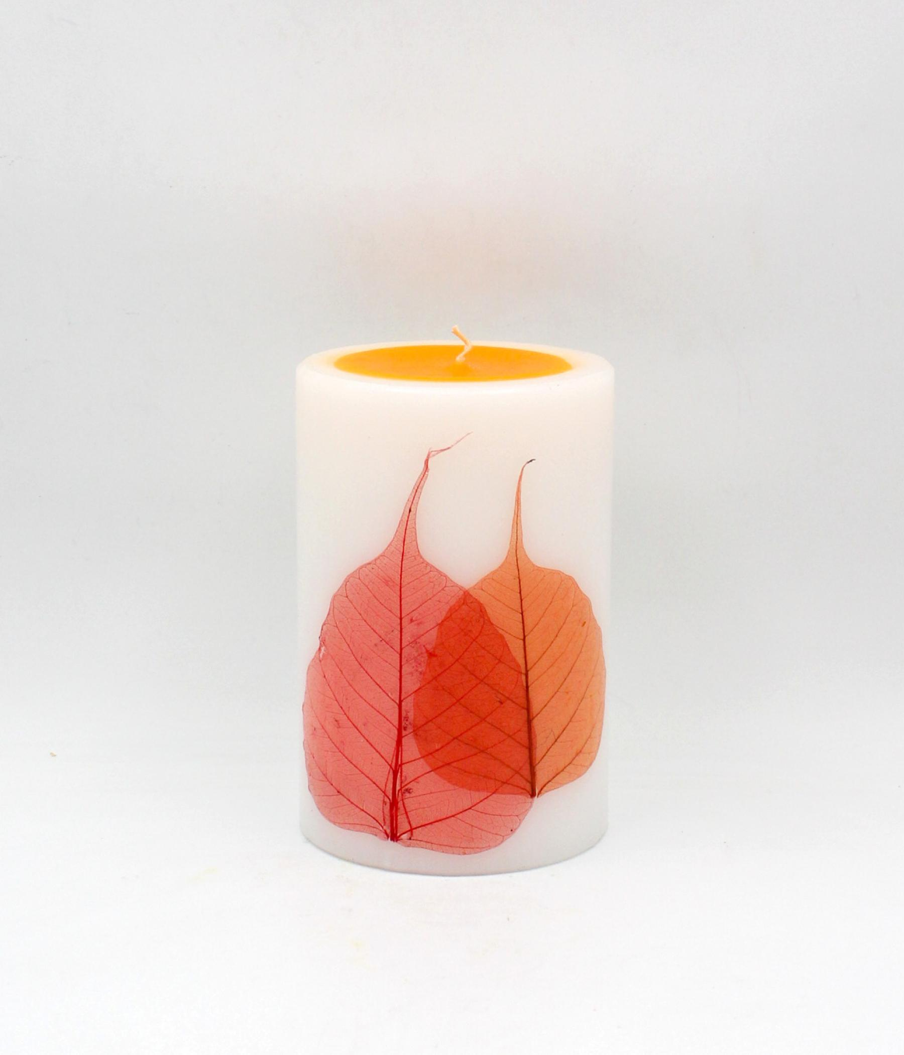 Candela cilindro con foglie