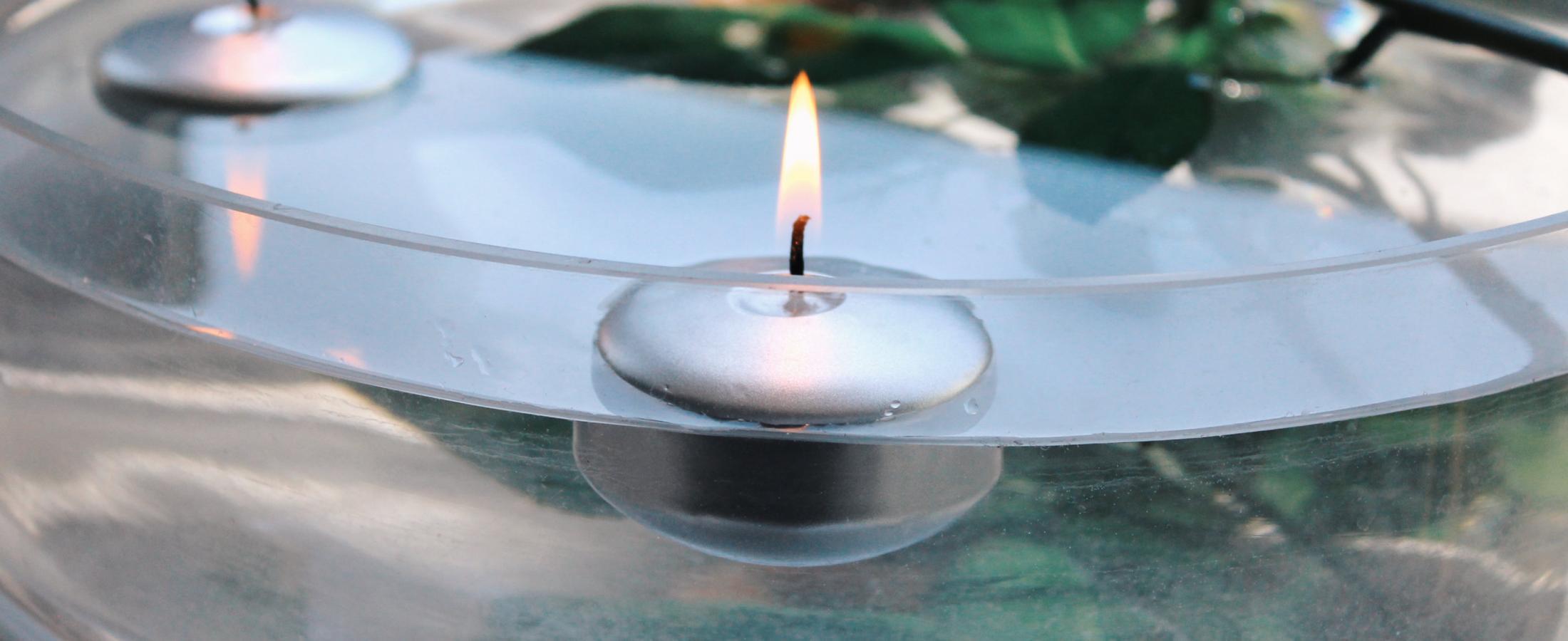 candele galleggianti acqua